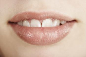causas-y-tratamientos-caseros-para-curar-labios-agrietados_tcazs