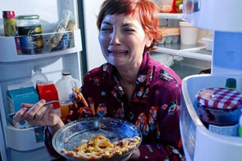 Comer para alimentar los vacíos emocionales