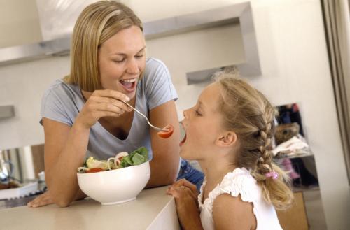 Consejos para padres en la relación de sus hijos con la comida