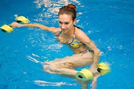 Ejercicios en el agua canal nutrici for Ejercicios en la piscina