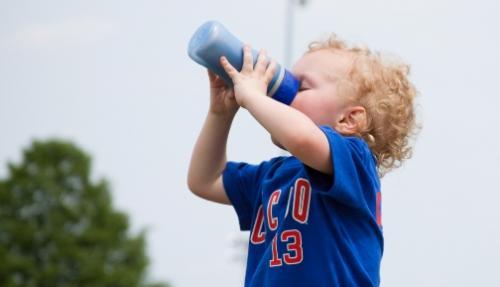 ¿Qué toman los niños cuando tienen sed?
