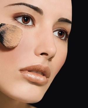 secretos-para-aplicar-la-base-y-lucir-un-look-natural_br7qj